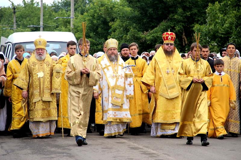 Крестный ход в праздник святых апостолов Петра и Павла