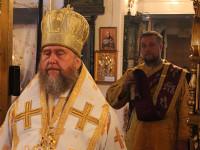 Воскресная литургия в храме в честь Всех Святых