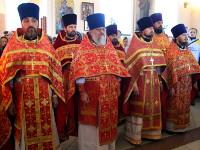Священники на службе