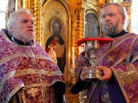 Воскресное архиерейское богослужение с чином Воздвижения Креста Господня