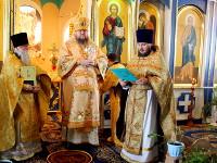 Архиерейское богослужение в Никольском кафедральном соборе в городе Булаево, посвященное юбилею настоятеля протоиерея Виталия Дементьева