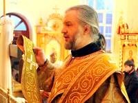 Отец диакон молится о здравии верующих