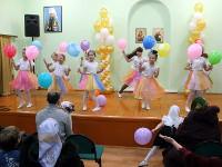 Танец малышей на праздничном концерте