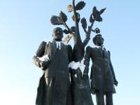 Памятник великим поэтам Абаю Кунанбаеву и А.С. Пушкину