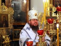 Божественная Литургия в храме Всех Святых в святые Рождественские дни