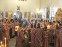 В Неделю Крестопоклонную епископ Петропавловский и Булаевский Владимир совершил Божественную Литургию в кафедральном соборе Вознесения Господня