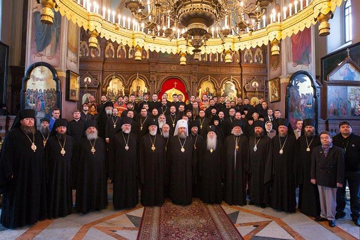 Глава Казахстанского Митрополичьего округа и казахстанские архипастыри совершили Литургию в Свято-Троицком соборе Русской Духовной миссии