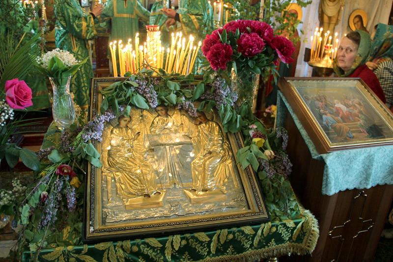 Епископ Петропавловский и Булаевский Владимир совершил Утреню под праздник день Пресвятаго и Животворящего Духа в храме Всех Святых города Петропавловска