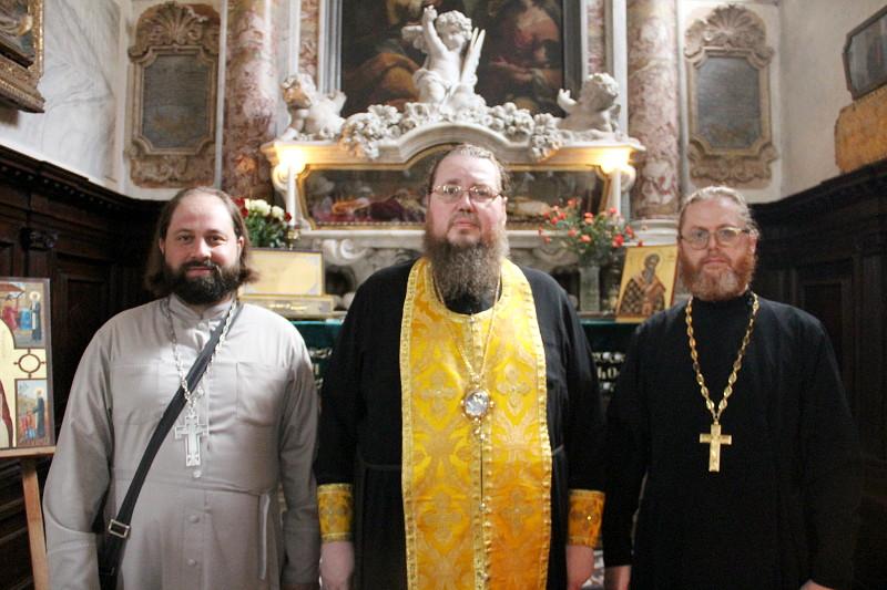 Святии земли Италийския молите Бога о нас...