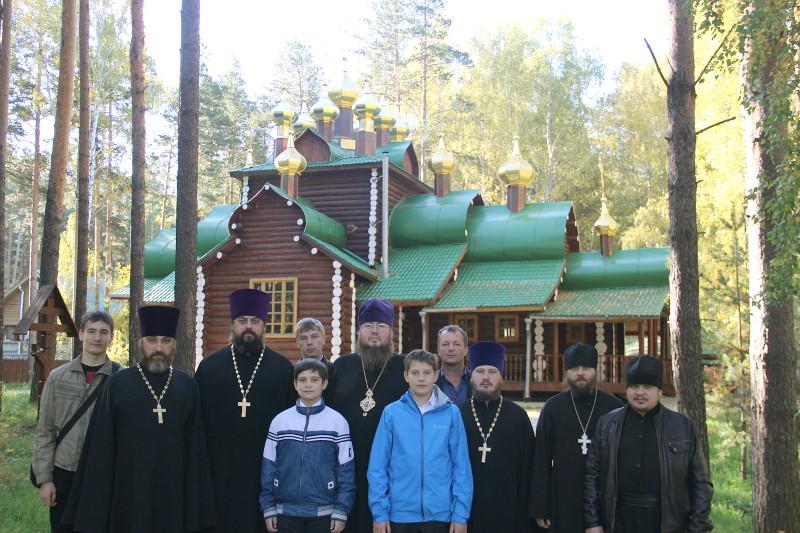 Божественная Литургия в храме прп. Серафима Саровского в Ганиной яме