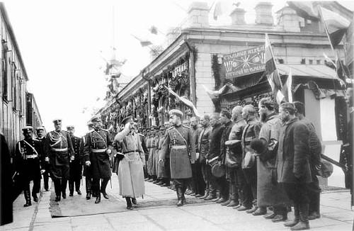 Генерал А. И. Косич с Николаем II перед отправкой войск на Русско-Японский театр военных действий. Златоуст 30 июня 1904 года.