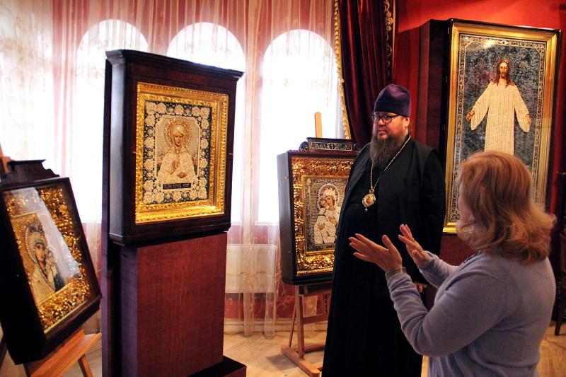 Посещение правящим архиереем выставки «Стена нерушимая» в Троице-Сергиевой Лавре