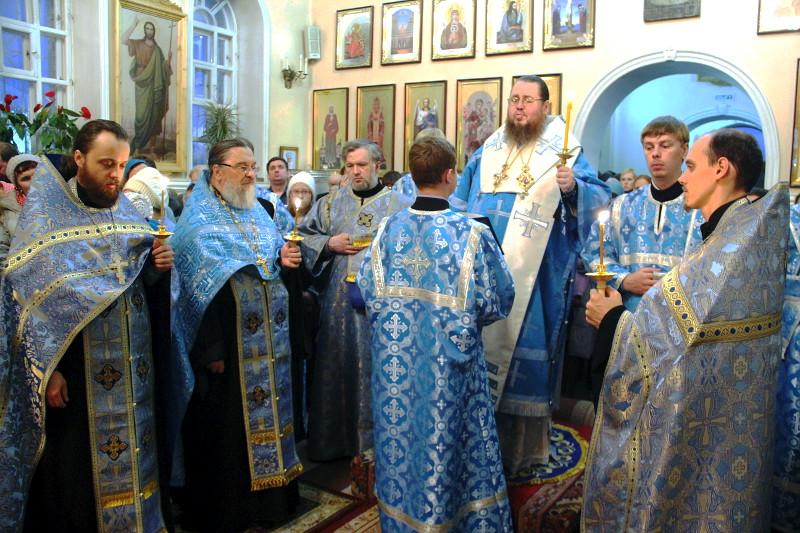 Правящий архиерей возглавил всенощное бдение под праздник Покрова Пресвятой Богородицы в кафедральном соборе Вознесения Господня