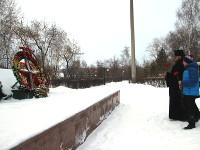 9 декабря Преосвященный Владимир, епископ Петропавловский и Булаевский с учащимися Воскресной школы кафедрального собора Вознесения Господня посетил стелу памяти героям северо-казахстанцам, погибшим при защите нашего Отечества в городском парке