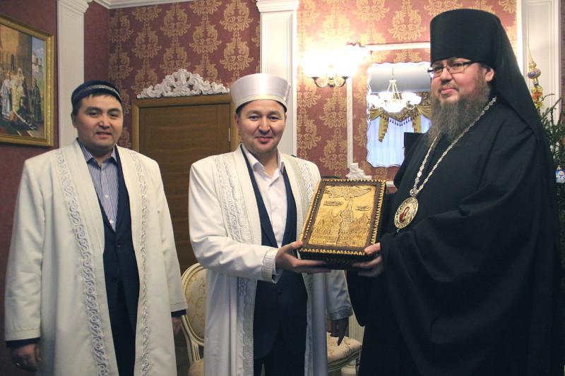 Главный имам Северо-Казахстанской области и католический священник Поздравили православных с праздником Рождества Христова