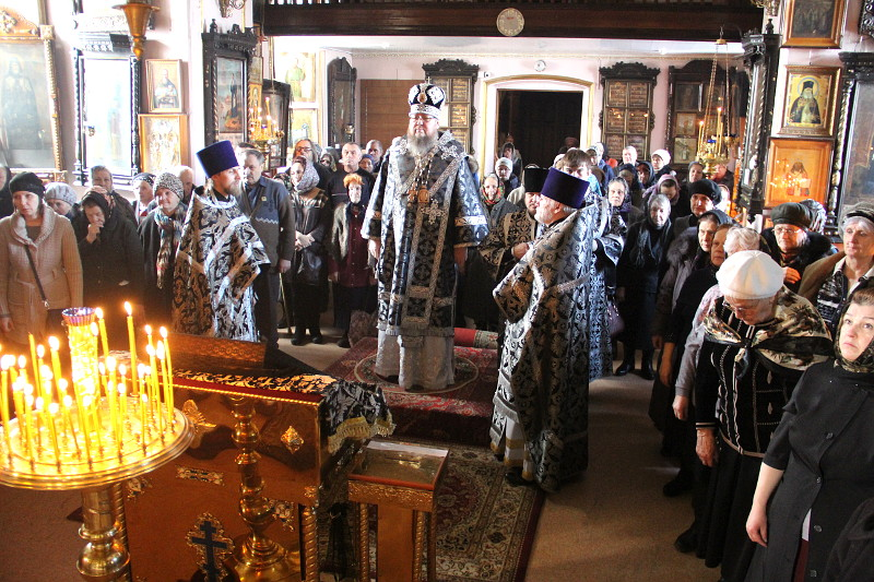 Правящий архиерей совершил Литургию Преждеосвященных Даров с чином освящения колива в храме Всех Святых