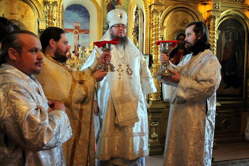 Лазарева суббота. Правящий архиерей совершил Божественную Литургию в храме Всех Святых