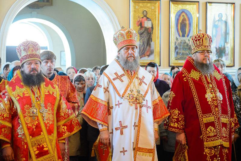 Митрополит Александр возглавил Божественную Литургию в кафедральном соборе Вознесения Господня в городе Петропавловске