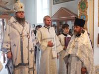Преосвященнейший епископ Владимир возглавил Воскресную Литургию в Никольском храме села Новоникольское