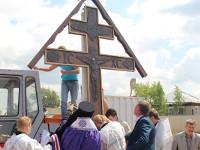 Правящий архииерей совершил освящение и установку креста на месте строительства храма