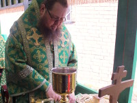Преосвященнейший Владыка Владимир совершил Божественную Литургию в центральном храме Сергеевского благочиния