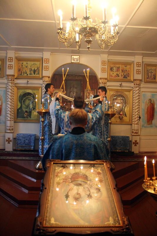 Преосвященнейший Владыка Владимир совершил Божественную Литургию в Казанском храме города Мамлютка