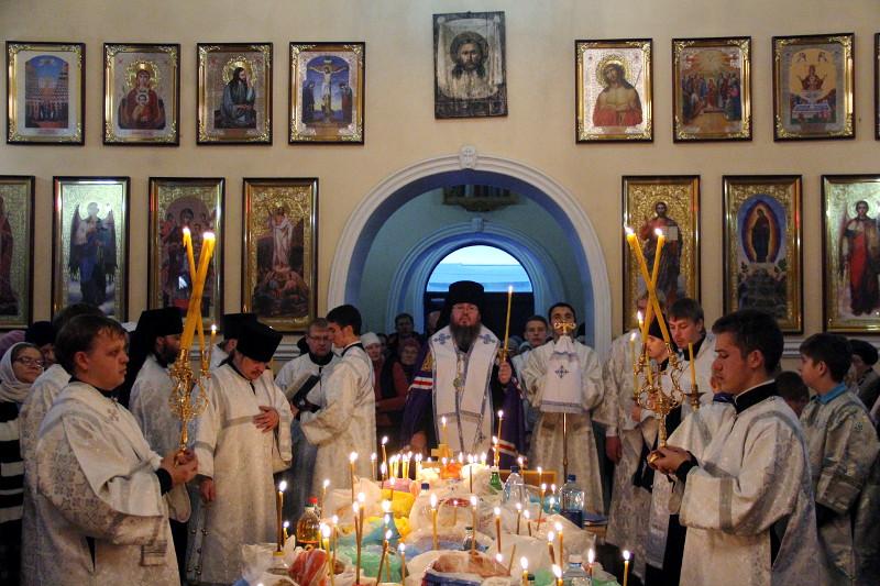 Преосвященнейший епископ Владимир возглавил служение заупокойного Парастаса в Вознесенском кафедральном соборе