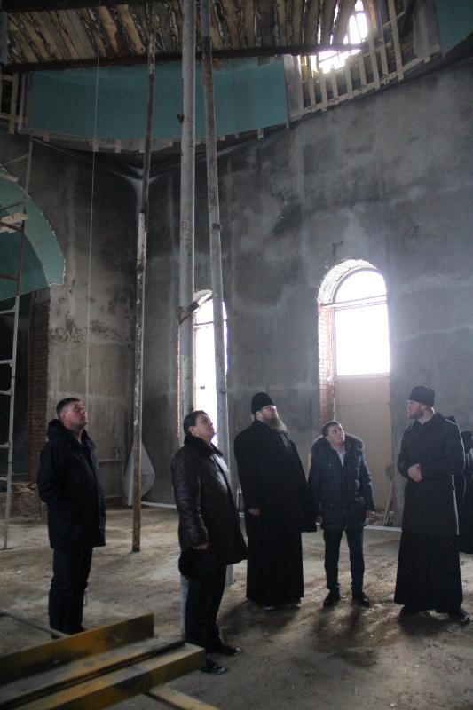 Визит Преосвященнейшего епископа Владимира к месту строительства Севастиано-Магдалининского храма
