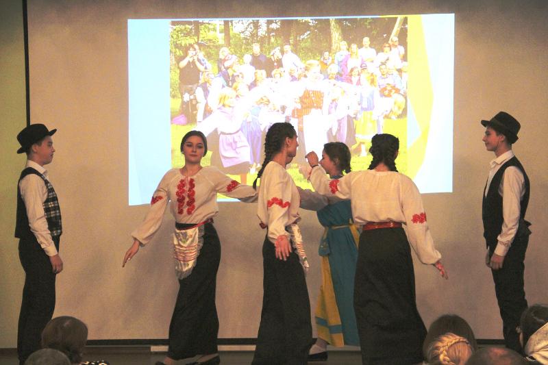 Посол Королевства Швеция Х. Камилл наградил участников Международной исторической Олимпиады в честь 400-летия Столбовского мирного договора