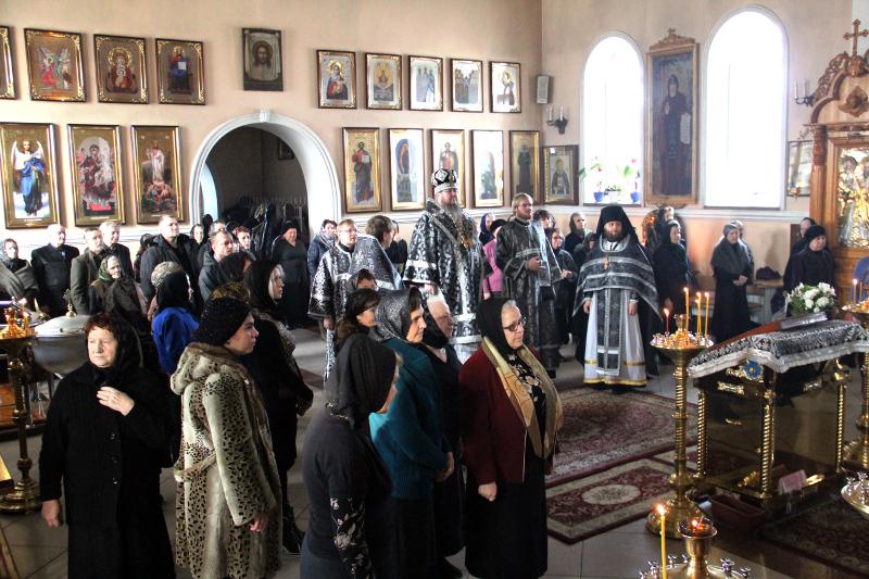 Божественная Литургия Преждеосвященных даров в день памяти великомученика Феодора Тирона