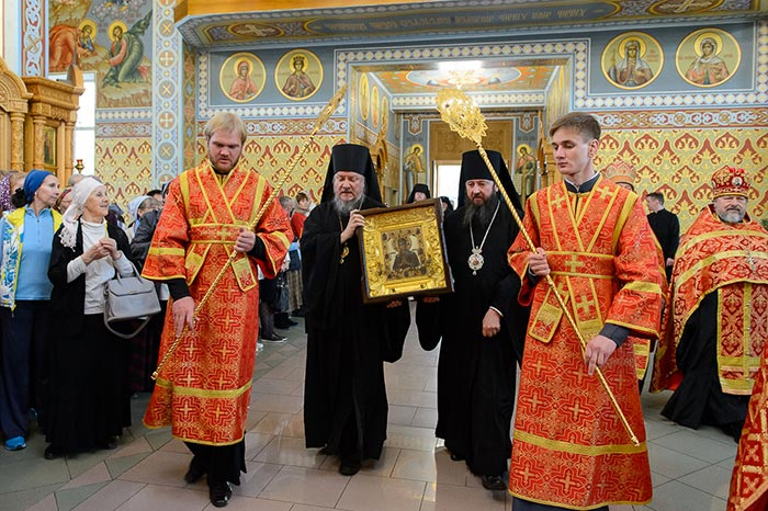 Мироточивый образ Богородицы «Умягчение злых сердец» принесен в Алма-Ату