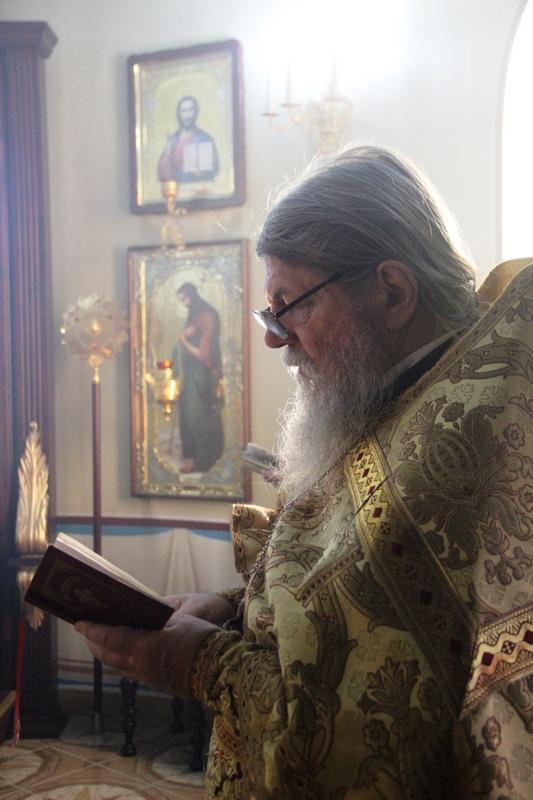 АРХИЕРЕЙСКОЕ БОГОСЛУЖЕНИЕ В ХРАМЕ МЕФОДИЯ ПЕТРОПАВЛОВСКОГО