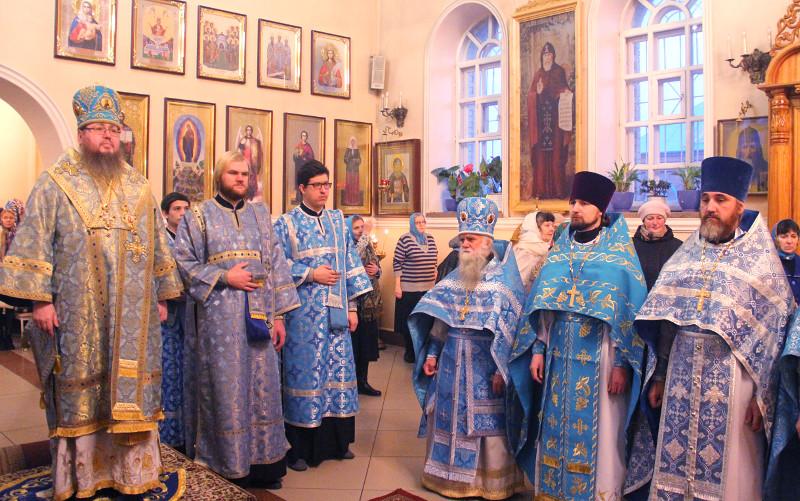 Архиерейская литургия в праздник иконы Божией Матери «Скоропослушница»