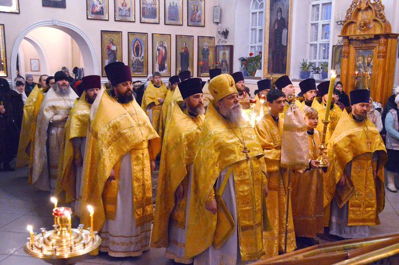 Правящий архиерей и духовенство епархии соборно отслужили Божественную Литургию в Вознесенском кафедральном соборе