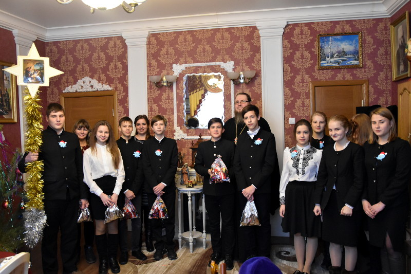 Поздравление воспитанниками приходской школы правящего архиерея