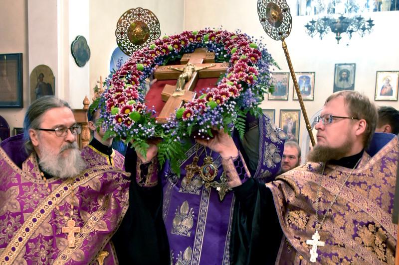 Вынос Честного и Животворящего Креста Господня был совершен в кафедральном соборе