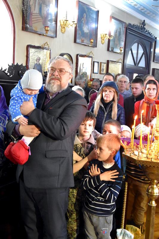 Архиерейское богослужение в храме священномученика Мефодия Петропавловского