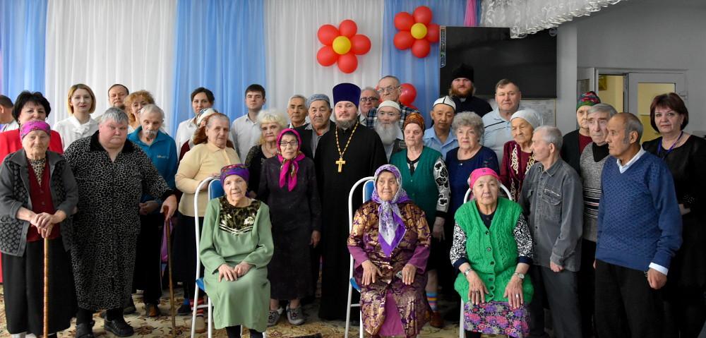Представители Петропавловской и Булаевской епархии посетили дом-интернат для престарелых и инвалидов «Надежда»