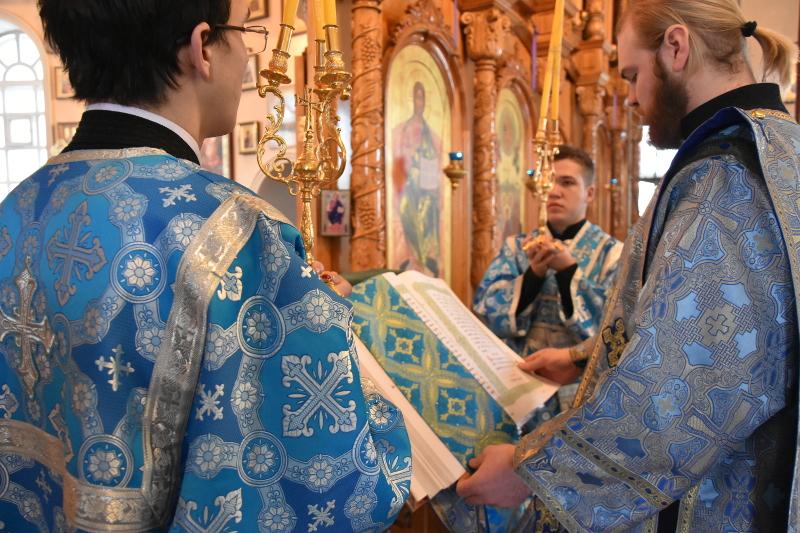 Архиерейская Литургия в праздник Похвалы Пресвятой Богородицы