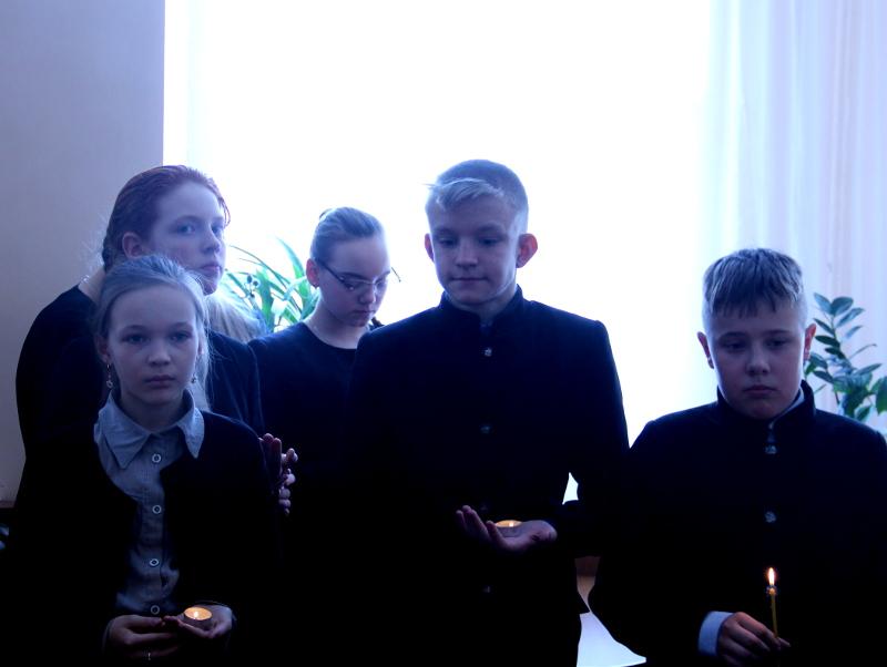 Учащиеся школы в честь прп. С.Радонежского молятся о погибших при пожаре в г.Кемерово