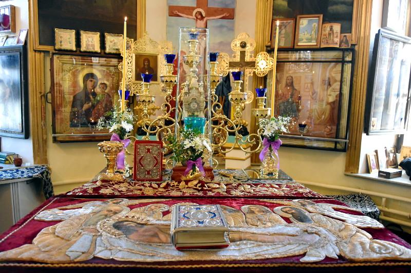 Вынос плащаницы в храме Всех Святых