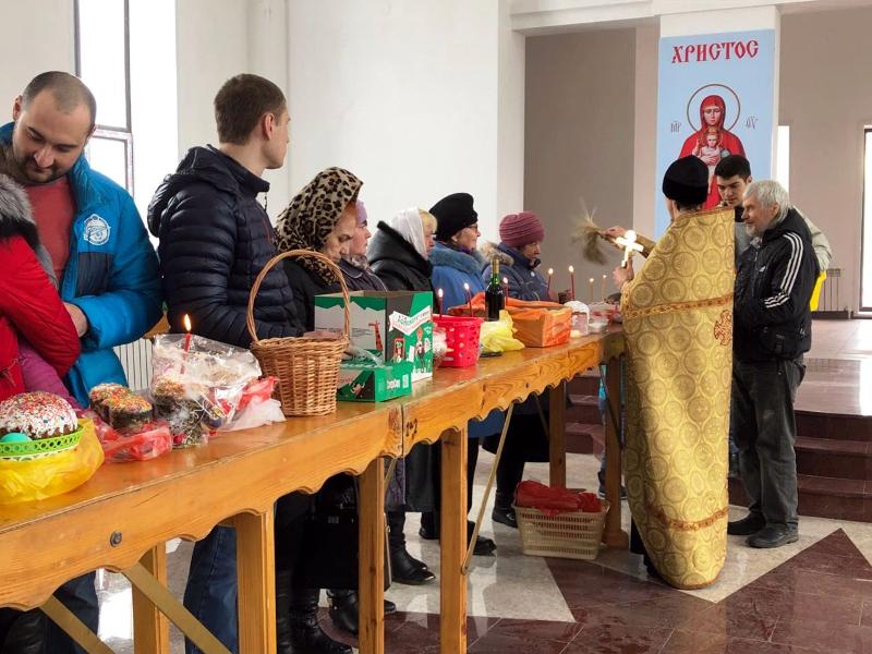 В строящемся Севастиановском храме Петропавловска состоялось освящен6ие пасхальной снеди