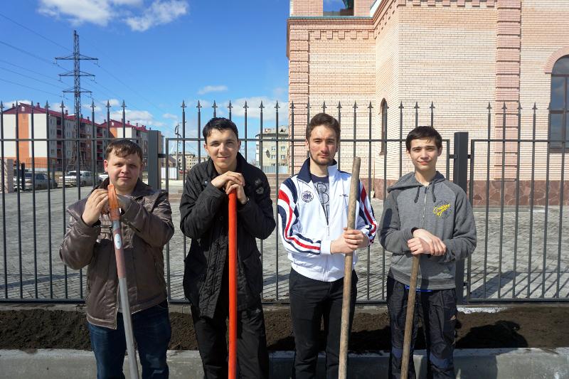 Началось озеленение храма в честь преподобного Севастиана Карагандинского