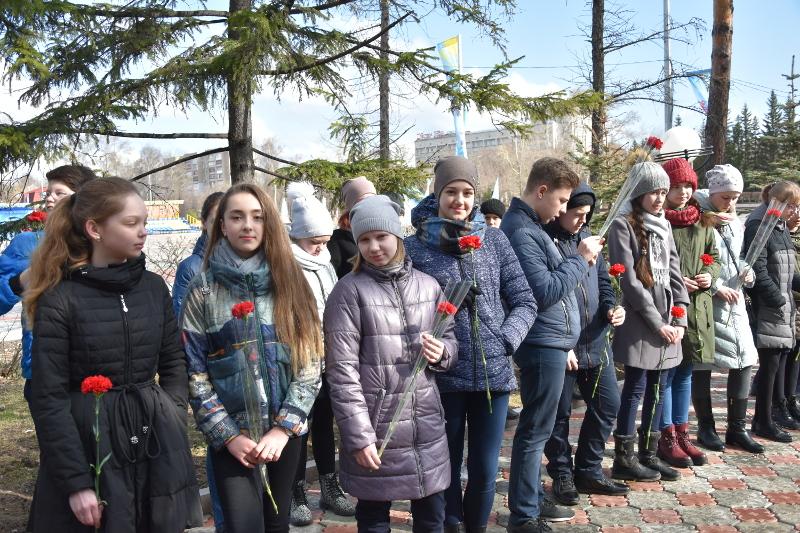 Епископ Владимир возложил цветы к стеле памяти Воинов-казахстанцев погибших в Великой Отечественной Войне