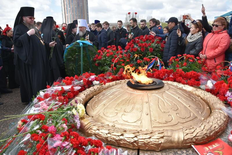 Правящий Архиерей Петропавловской и Булаевской епархии принял участие в возложении цветов к Мемориалу «Родина — Мать» в Астане