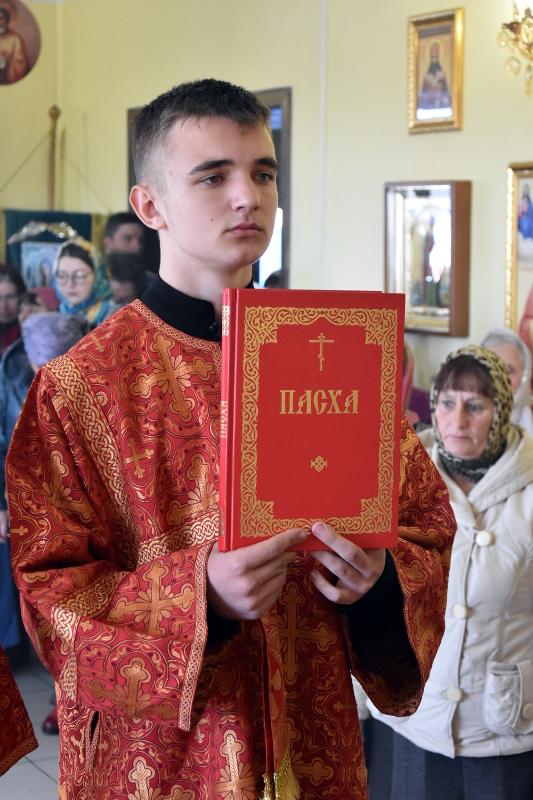 Архиерейская литургия пасхальным чином в храме прп. Серафима Саровского с. Смирново