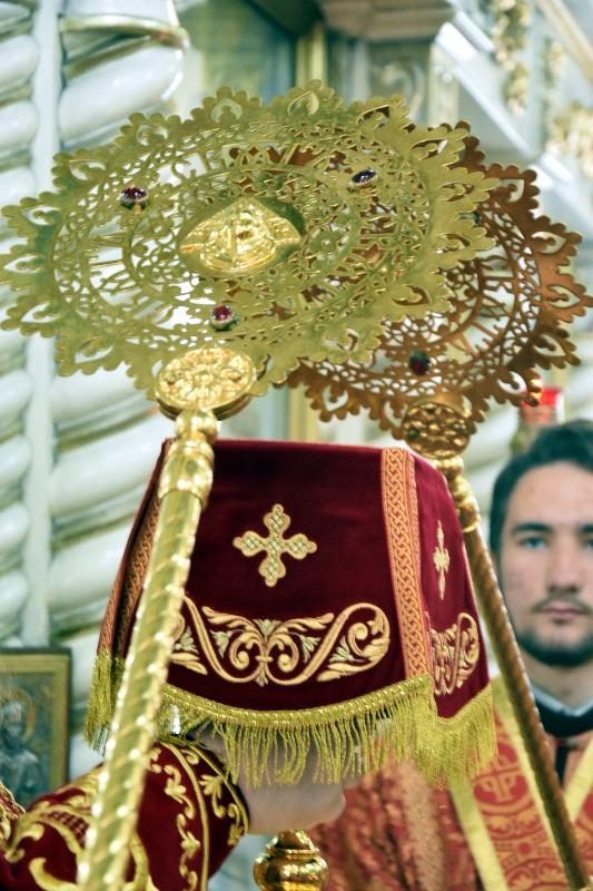 Преосвященный епископ Владимир совершил Божественную Литургию в соборе святых апостолов Петра и Павла