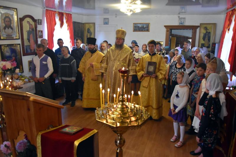 Архиерейская литургия в Неделю 6-ю по Пятидесятнице