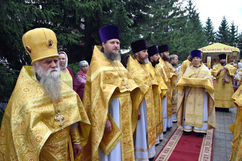 Святые первоверховные апостолы Петре и Павле, молите Бога о нас!