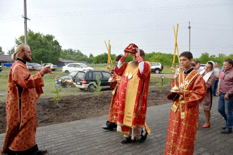 Правящий архиерей совершил Великое Освящение храма в селе Корнеевка